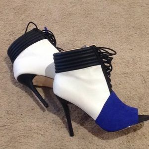 👠👠BRAND NEW!!!! COLOR BLOCK BOOTIE!!! 👠👠👠👠
